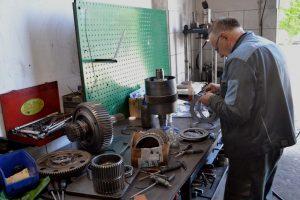 Naprawiamy skrzynie biegów maszyn budowlanych i rolniczych